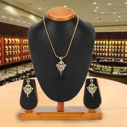 Couture Avon Nistha Kundan Pendant and Earrings Set<br>